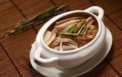 麦冬铁皮石斛石斛煲鸡汤成品图