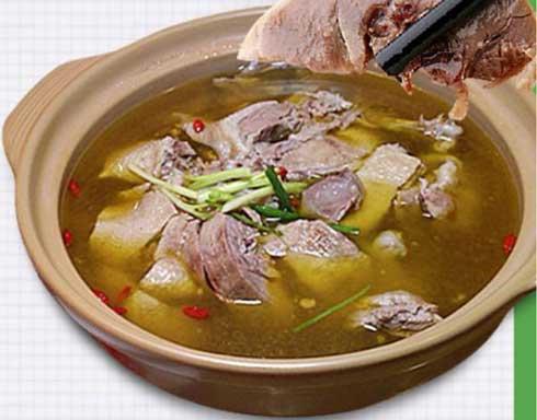 鲜石斛百合炖鹅肉