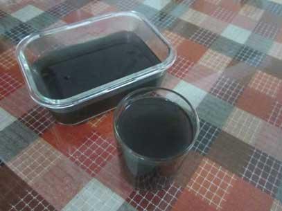 滤出来的石斛汁摊凉些 加上蜂蜜喝