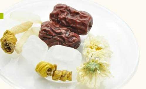 石斛与红枣是比较常见的搭配吃法
