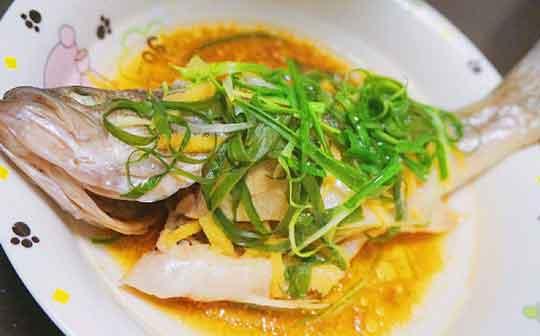 铁皮石斛清蒸鲈鱼图片