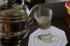 铁皮石斛枫斗泡水有油的原因