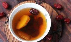 女孩子在冬季喝石斛枣茶
